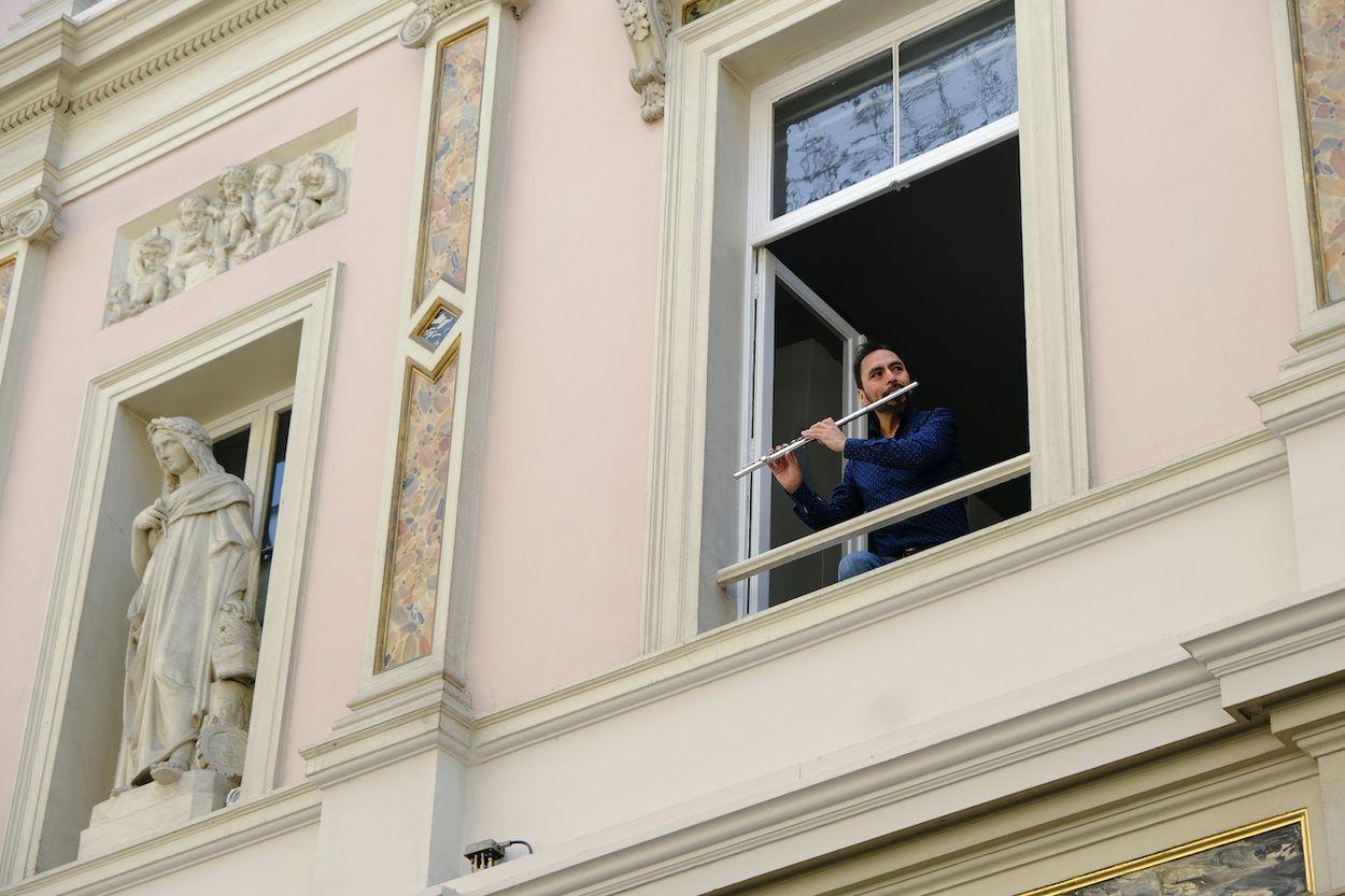 Afbeelding van Hartverwarmende quarantaine balkon-concerten