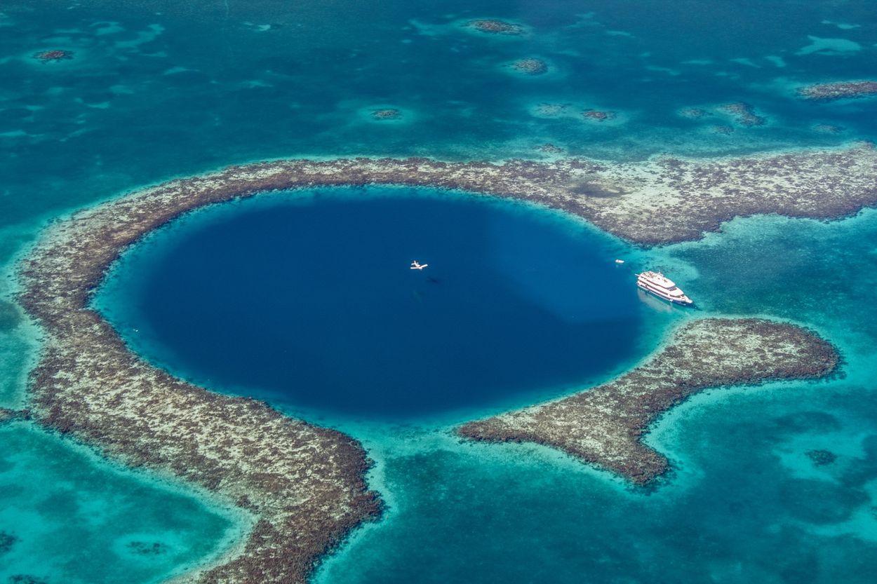 caye-caulker-the-great-blue-hole.jpg