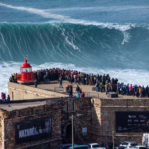 Afbeelding van De hoogste golven ter wereld vind je in het Portugese Nazaré