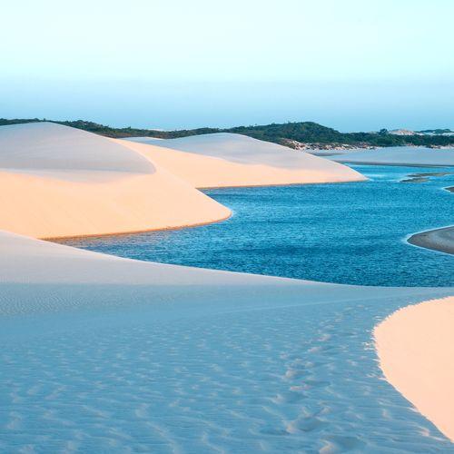 Afbeelding van Deze woestijn telt honderden diepblauwe lagunes